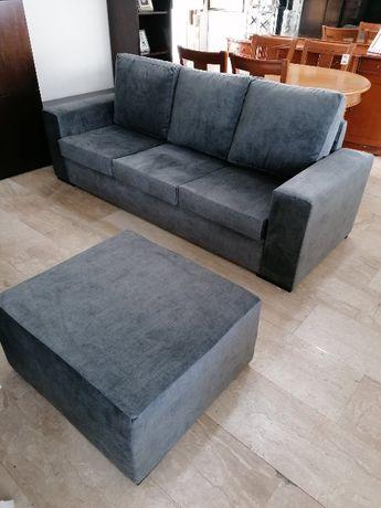 Sofá triplo com 220x80 em tecido