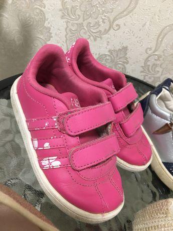 Adidas для дівчинки