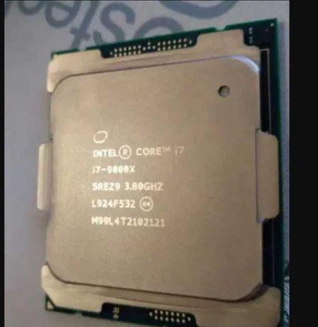 Процессор Intel Core  i7-9800X.