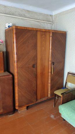 Продам за символическую сумму мебель