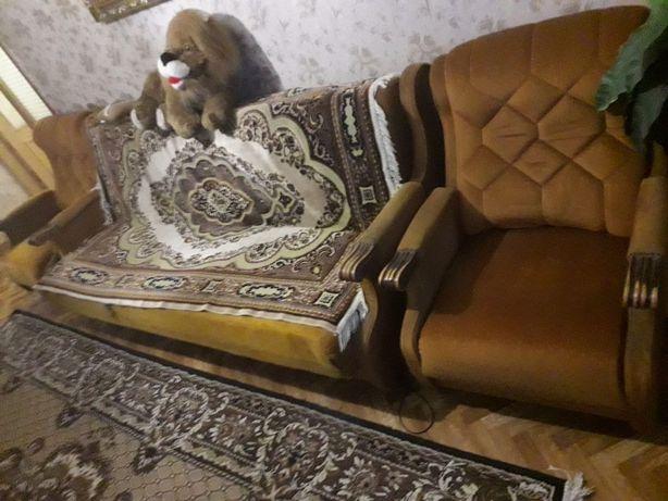 Продам мебель антиквариат. Комплект диван и два кресла