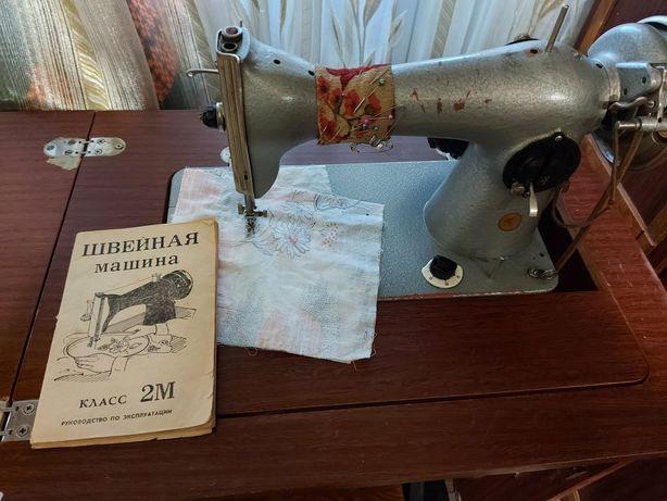 Швейна машинка тумба