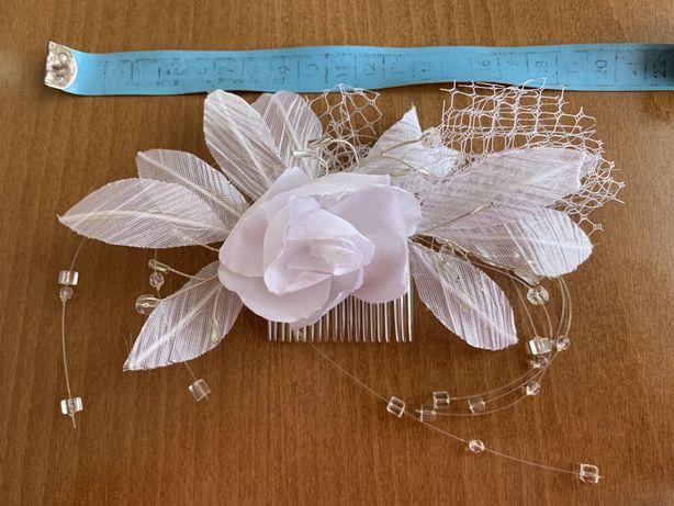 Biała przypinka, stroik, spinka grzebyk weselna, ślubna
