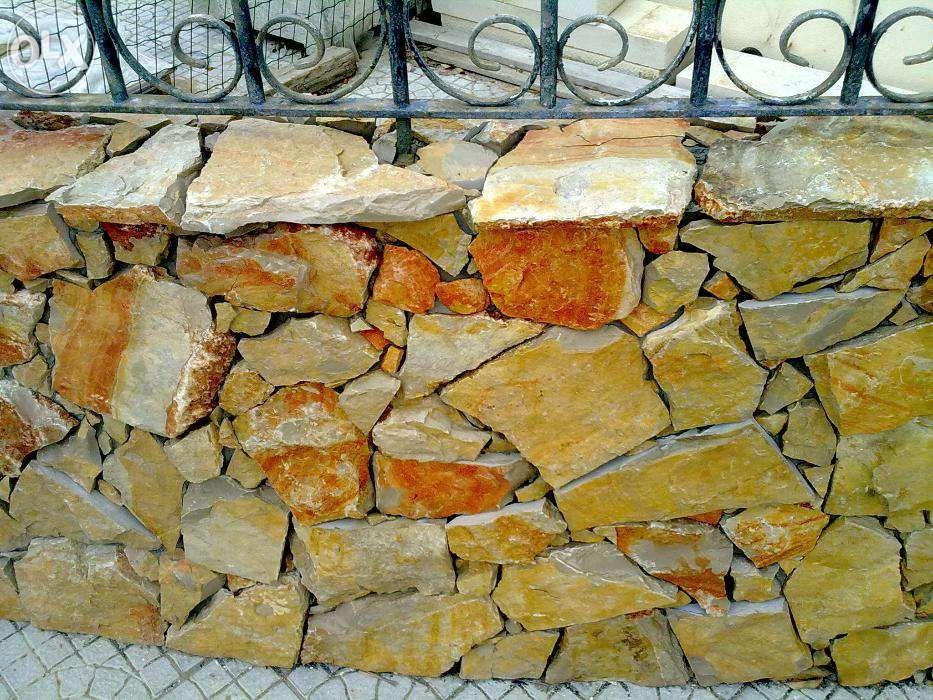 pedra vidraço rústica vermelhos raiada