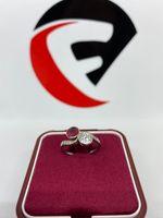 Pierścionek platynowy z brylantem i rubinem