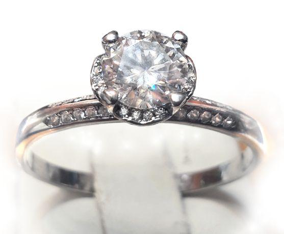 Srebrny pierścionek zaręczynowy z 1 ct moissanitem