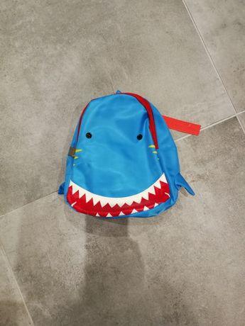 Plecak rekin niebieski mały plecaczek dla przedszkolaka, do żłobka
