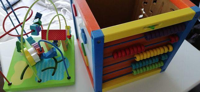 Brinquedo multifacetado de criança, puzzle, construção, jogos.