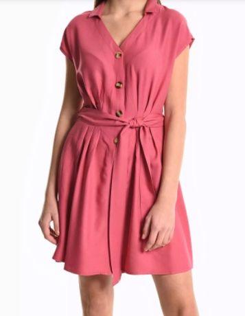 Różowa sukienka na guziki