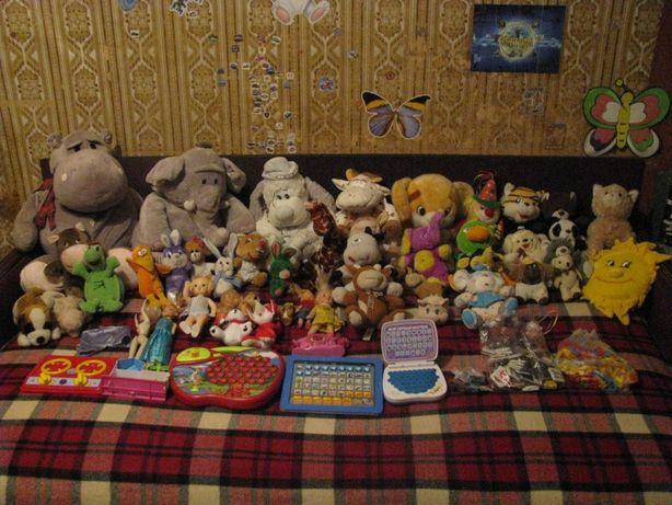 Продам мягкие игрушки разные. Магнитики буквы, разные и другое.