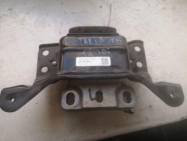 Łapa poduszki silnika Skoda Octavia 2015 1,6 TDI.