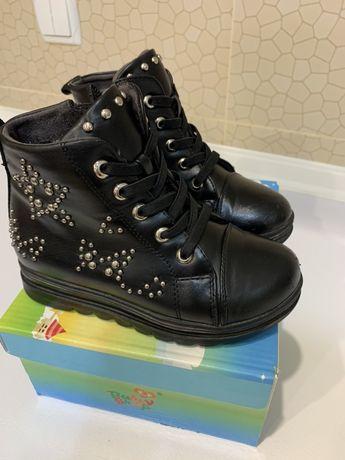 Ботинки демисезонные на девочку, размер 27, по стельке 18,5 см
