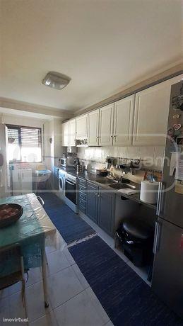Apartamento T3 Implex com 125m2 - Esgueira
