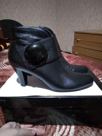 ботинки, полусапожки, ботильоны женские кожа 40р