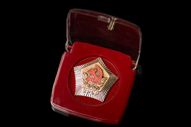 Настольная медаль с гербом УССР. 100 штук.