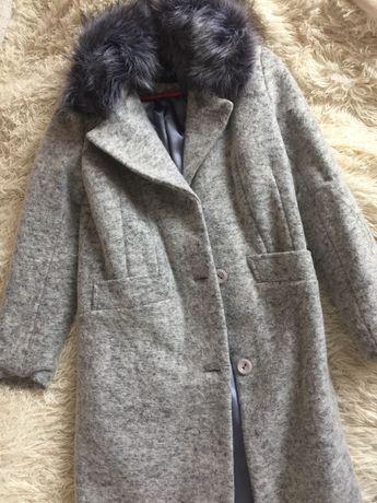 Пальто сіре нове