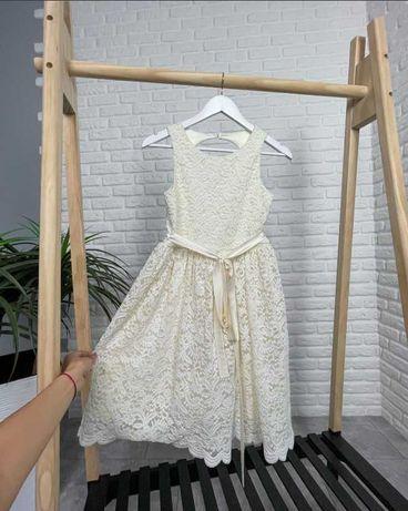 Роскошное платье для девочки с вырезом на спинке
