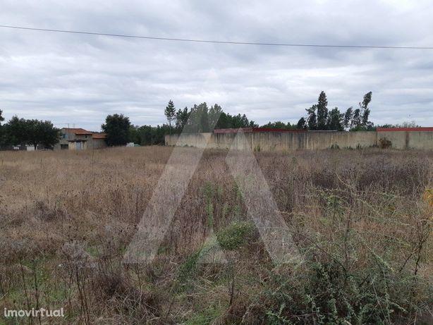 Terreno Urbano com uma área total de 3060m2 situado a pou...