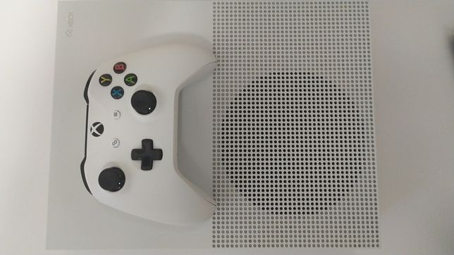 Приставка Xbox One S 1tb + game pass ultimate 6 мес