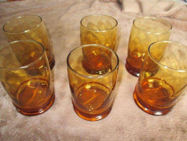 Meia dúzia de copos castanhos