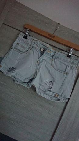 Spodenki jeansowe z dziurami z przetarciami