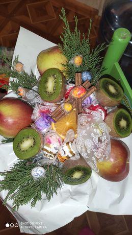 Букет из конфет,фруктов и т.д