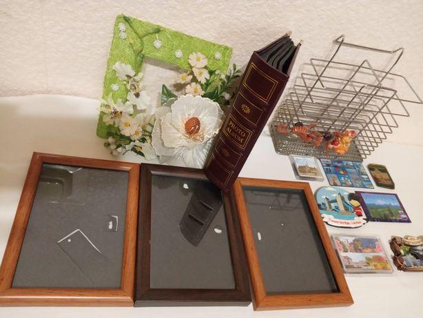 Фотоальбом, рамки для фотографий.