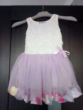 Нарядное красивое цветочное платье