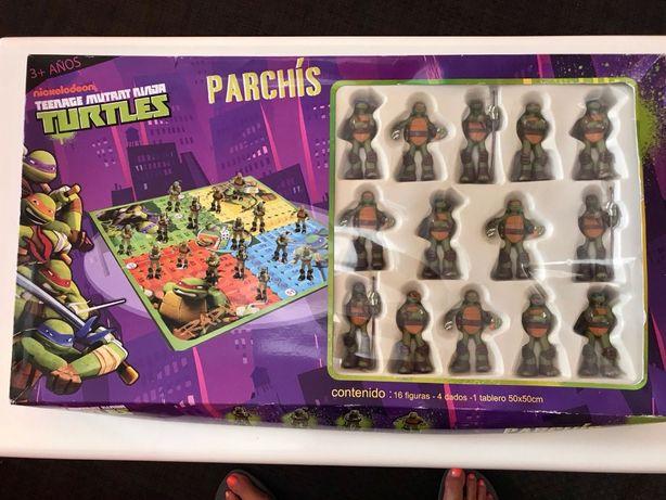 Vendo jogo de tabuleiro parchis das tartarugas ninja.