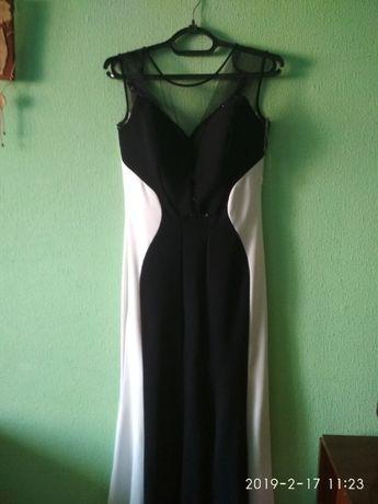 Продам вечернее,выпускное платье.Размер S (44).состояние отличное.