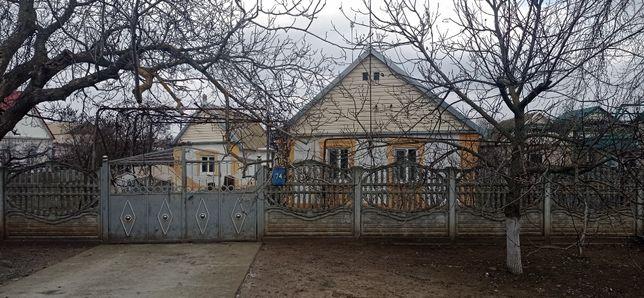 продам уютный и ухоженный дом в центре Семёновки