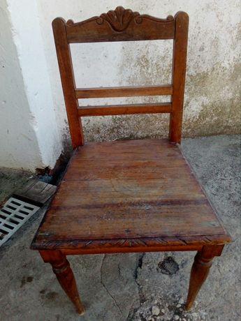 Cadeira antiga usada