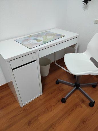 Secretaria e cadeira