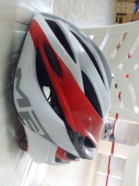 Capacete para prática de ciclismo/BTT da marca MET