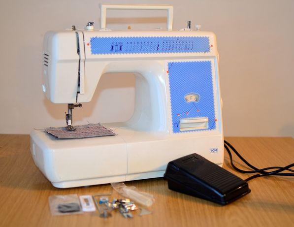 Німецька швейна машинка TCM + комплект лапок