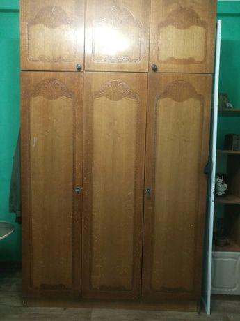Продам  трёхдверный шкаф