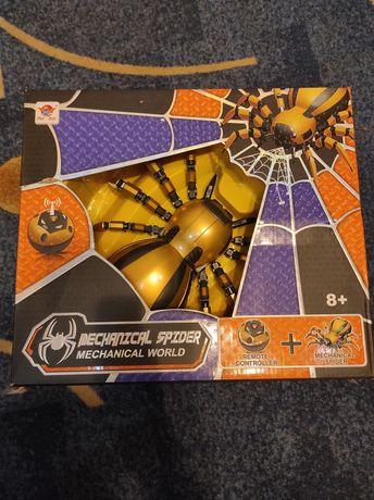 Павук на пульт новий