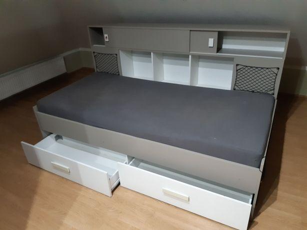 Łóżko z materacem 90x200  półką i szufladami