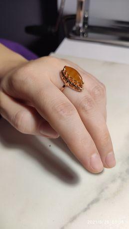 Золотое кольцо с янтарем женское ссср
