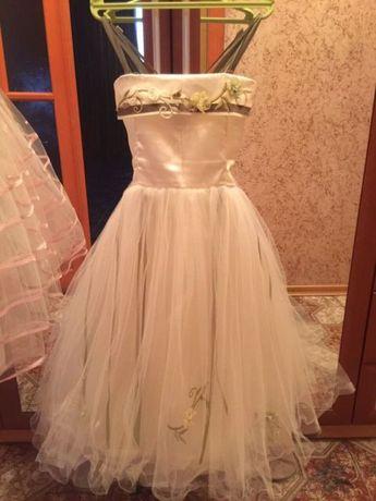 Продам нарядное платье б.у 5-8 лет