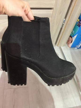 Buty jesienne na obcasie