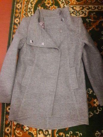 Пальто весеннее 44 размера