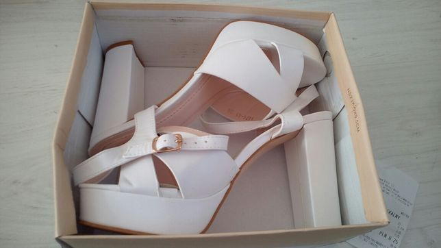 białe sandały vices 38 r na słupku