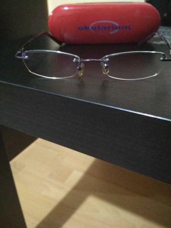 Okulary korekcyjne oprawki futerał