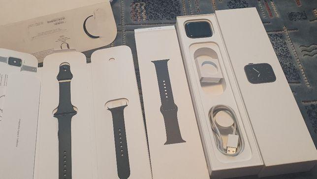 Apple Watch 5 44mm Space Gray,полный комплект ,