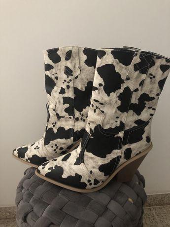 Botas padrão vaca novas