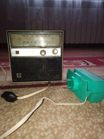 Radio WEGA 402 z pokrowcem