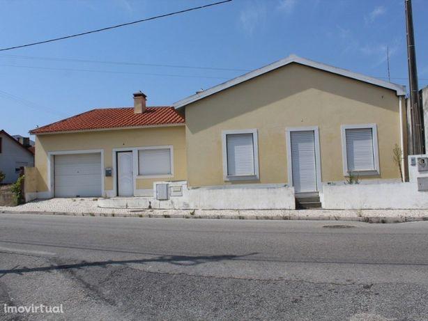 Moradia T1 com garagem sita em Albergaria, Marinha Grande