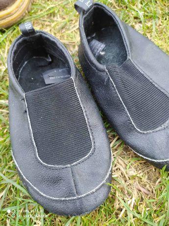 Обувь чешки, тухольки