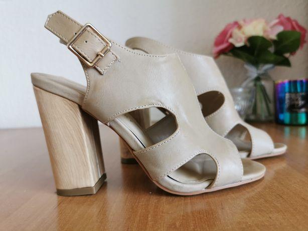 Sandałki na obcasie